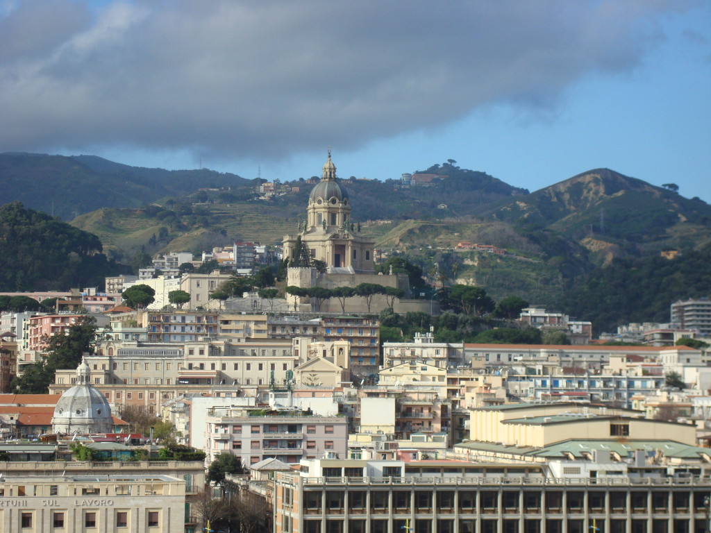 Blick auf die Skyline von Messina