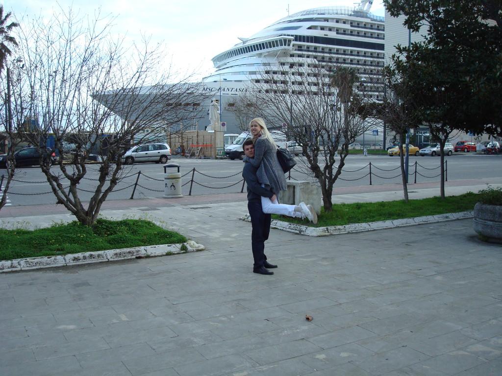 Kreuzfahrtschiff im Hafen vom Messina
