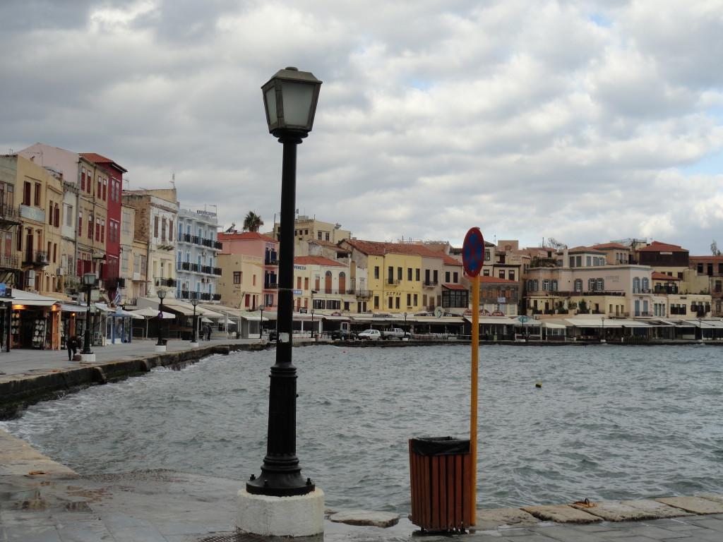 Blick auf die Promenade von Chania beim Kreuzfahrtschiff