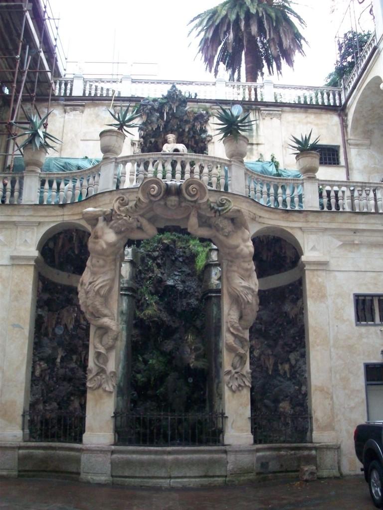 Blick auf den Innenhof in Genua