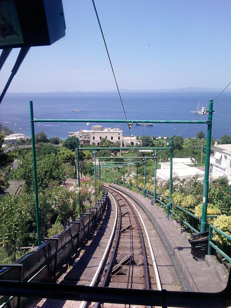 Blick von der Seilbahn auf Capri