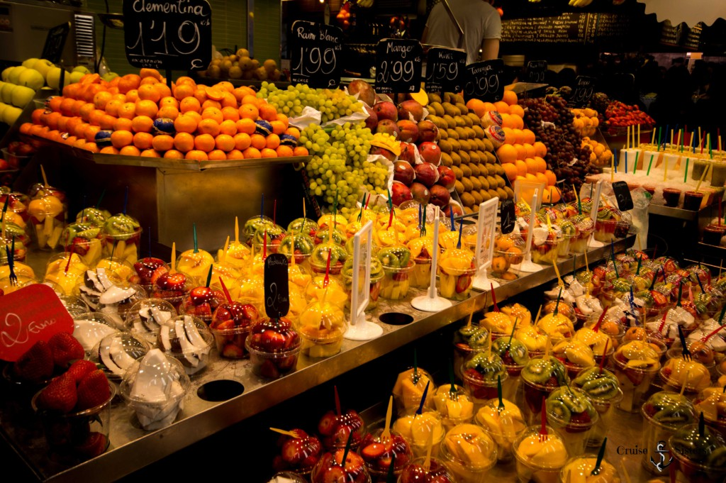 Obst in der Markthalle in Barcelona