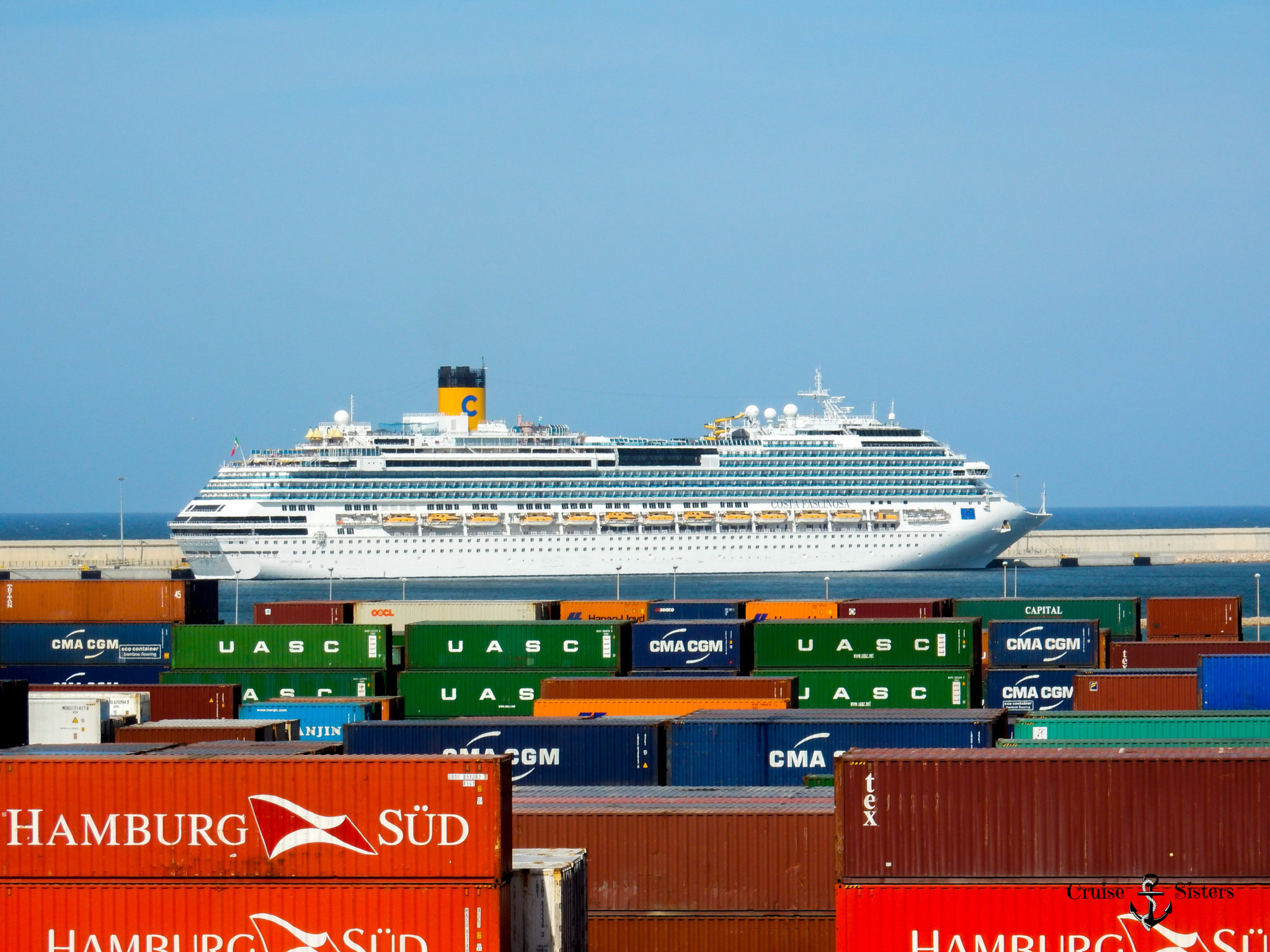 Costa Kreuzfahrtschiff in Valencia