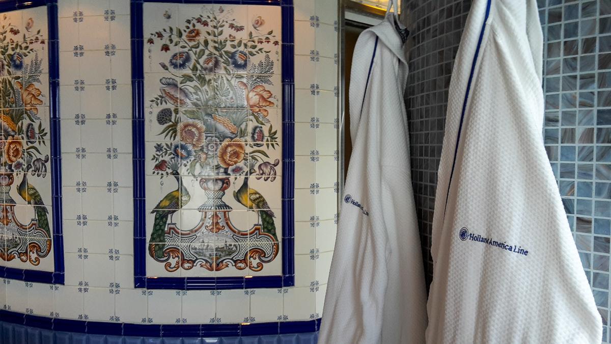Bademäntel im Spabereich auf der Eurodam