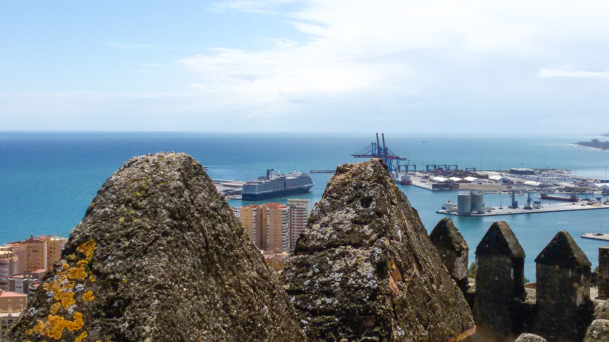 Blick von der Burg Gibralfaro auf die Eurodam