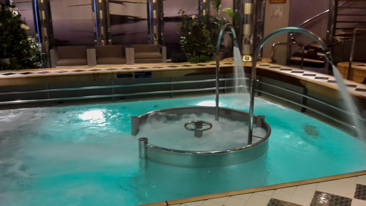 Hydropool mit Massagedüsen auf der Eurodam