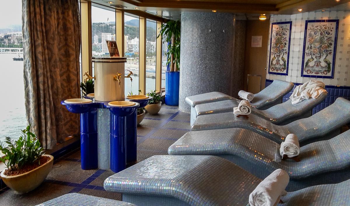 Wärmeliegen im Spabereich auf der Eurodam