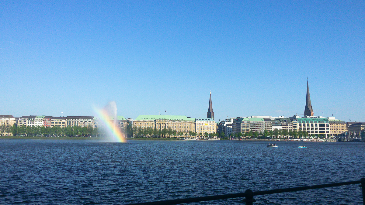 Alster und Regenbogen in Hamburg