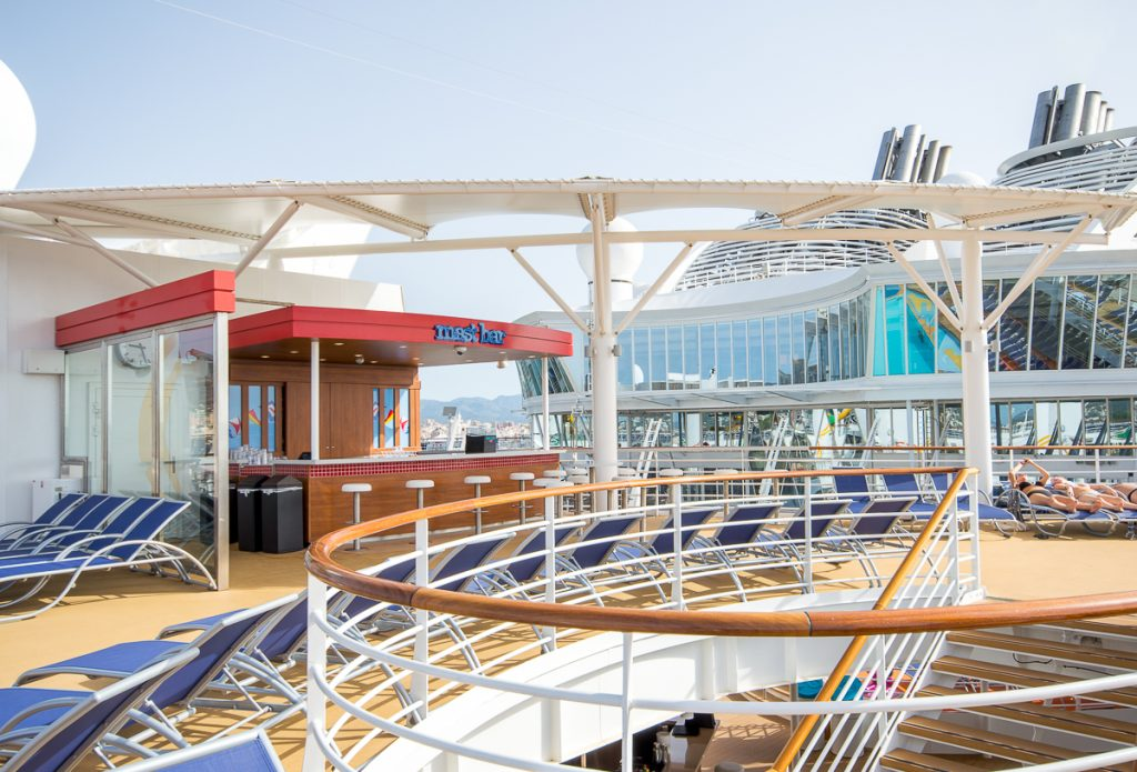 Mast Bar aboard the Harmony of the Seas