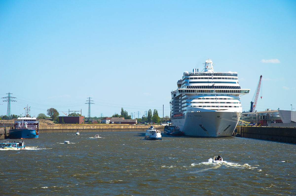 Das Kreuzfahrtschiff MSC Splendida in Hamburg