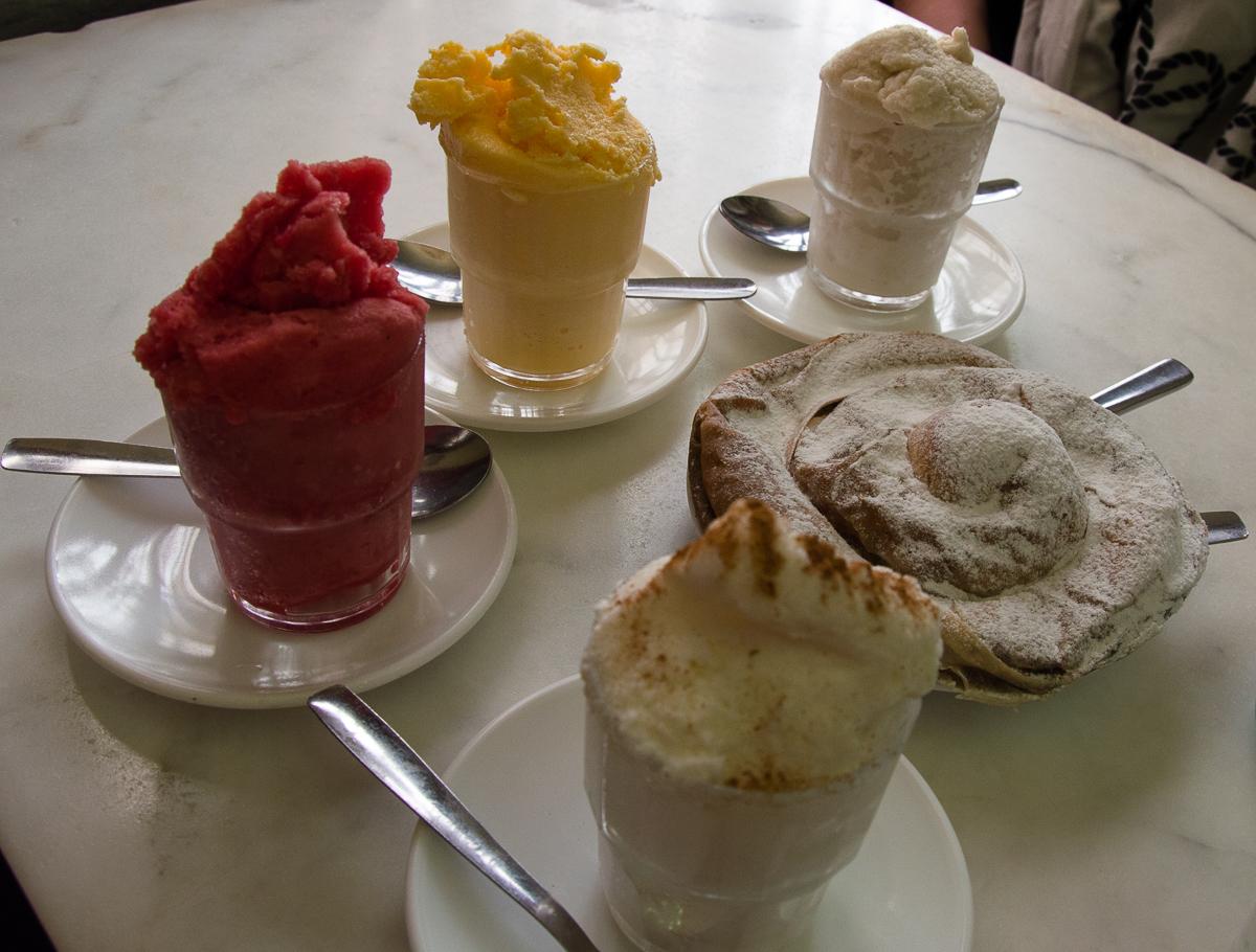 Ensaimadas und Eis im Can Joan de S'Aigo
