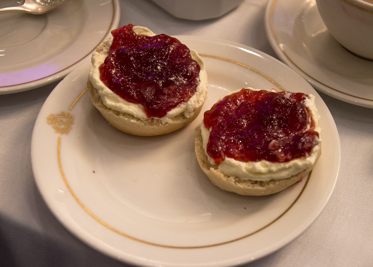 scone-with-marmelade-afternoon-tea-queen-mary-2