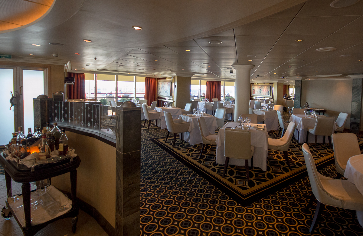 The Verandah Queen Mary 2