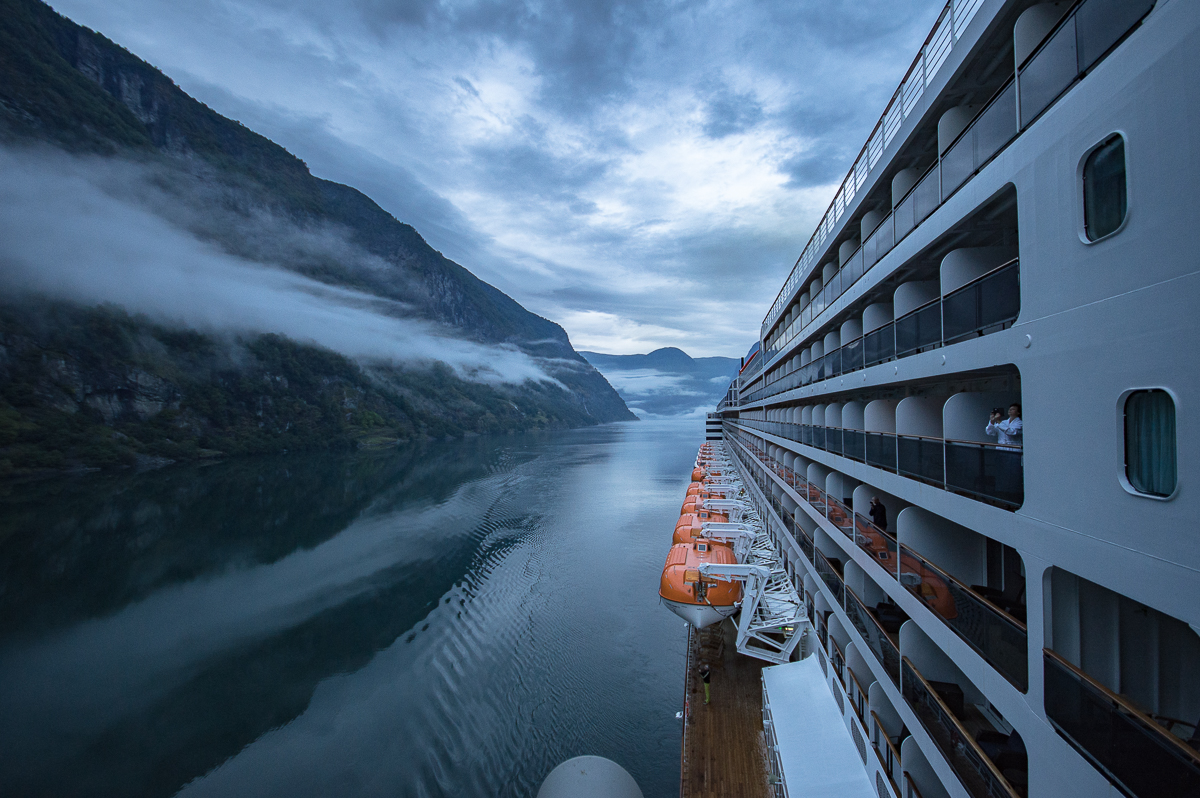 queen-mary-2-in-norway