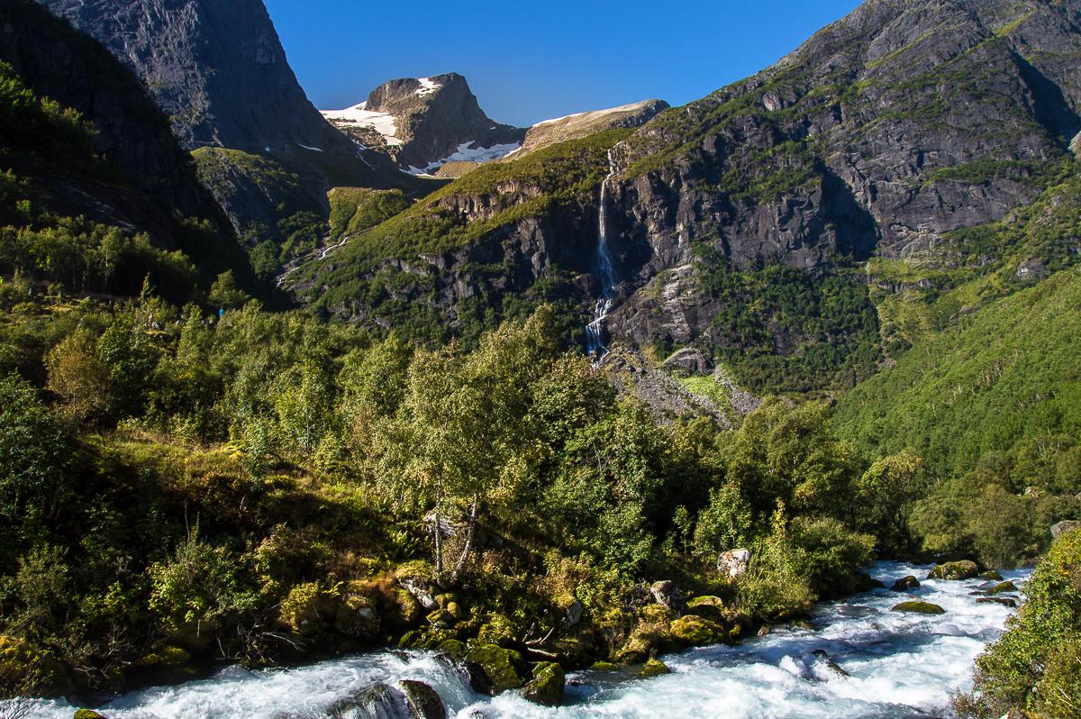 briksdal-glacier-nature