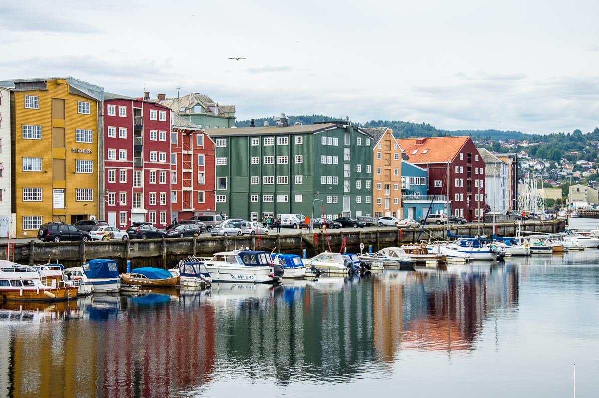 Schiffe im Hafen Bryggene in Trondheim